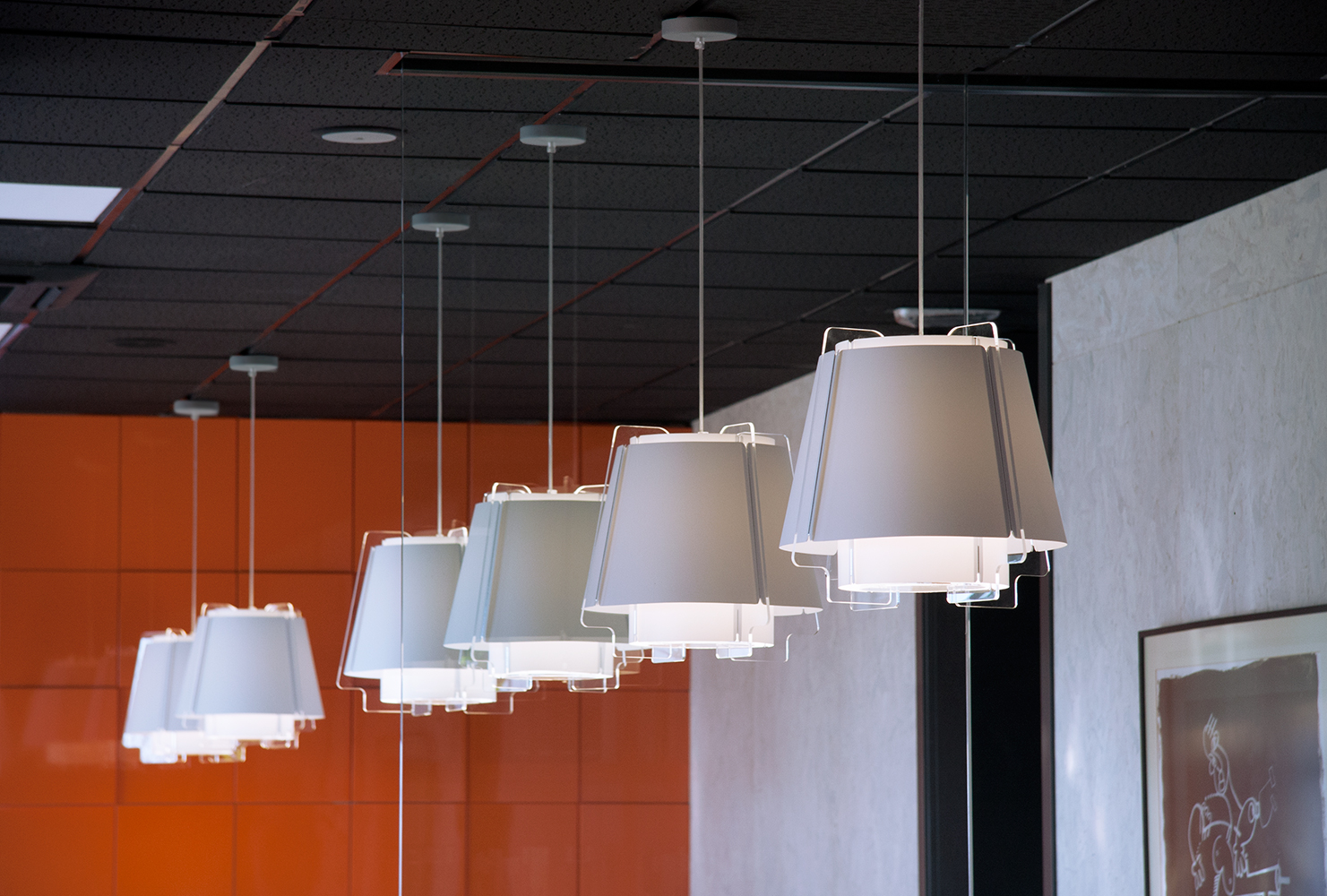 ZONA 43 in a row are extremely versatile lamps that provide a wide range of architectural lighting solutions.