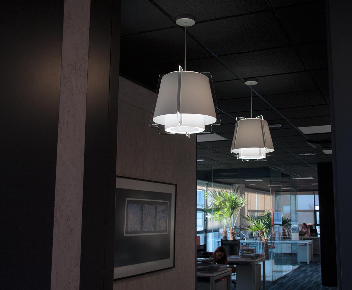 Lámparas ZONA 43 suspensión, iluminación pasillo y zonas de tránsito, proyecto arquitectura, oficina en Villaviciosa, Madrid.