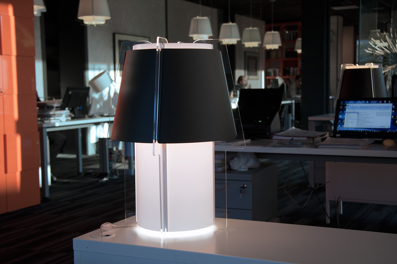 Lámparas ZONA 43 de mesa, decoración y complemento, interiorismo oficina, Villaviciosa, Madrid.