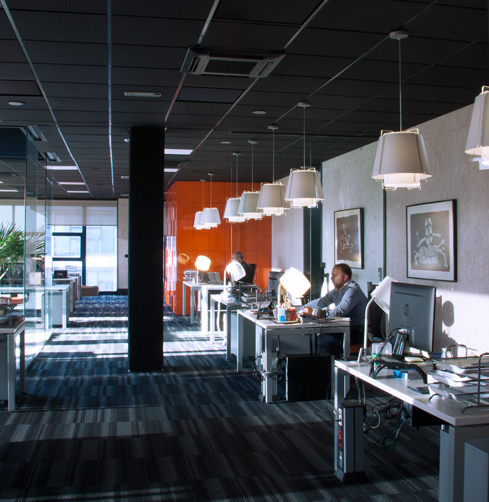 ZONA 43 lamps have recently been used in this interesting office lighting project in Villaviciosa de Odón, near Madrid.